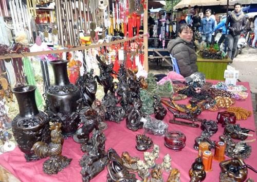 """Quà lưu niệm """"Made in China"""" tràn ngập điểm du lịch Việt"""
